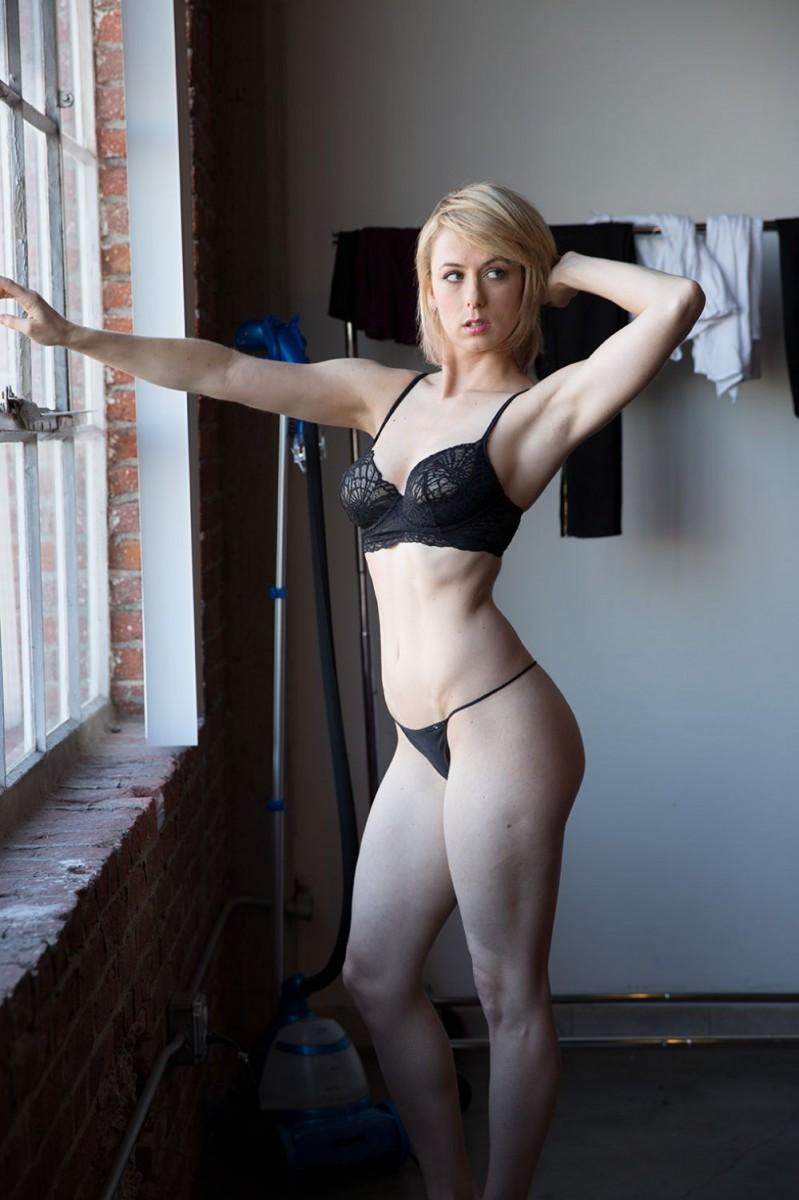 Iliza shlesinger abs
