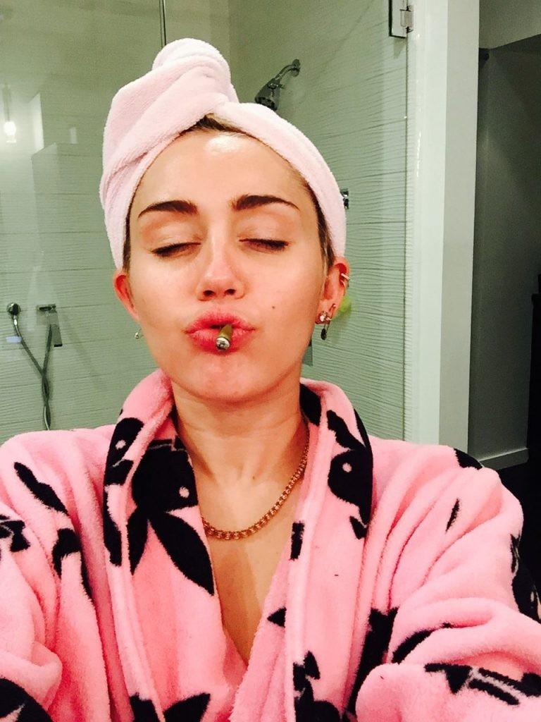 Miley Cyrus Leaks (30 Photos) - ( ͡° ͜ʖ ͡°) |The Fappening