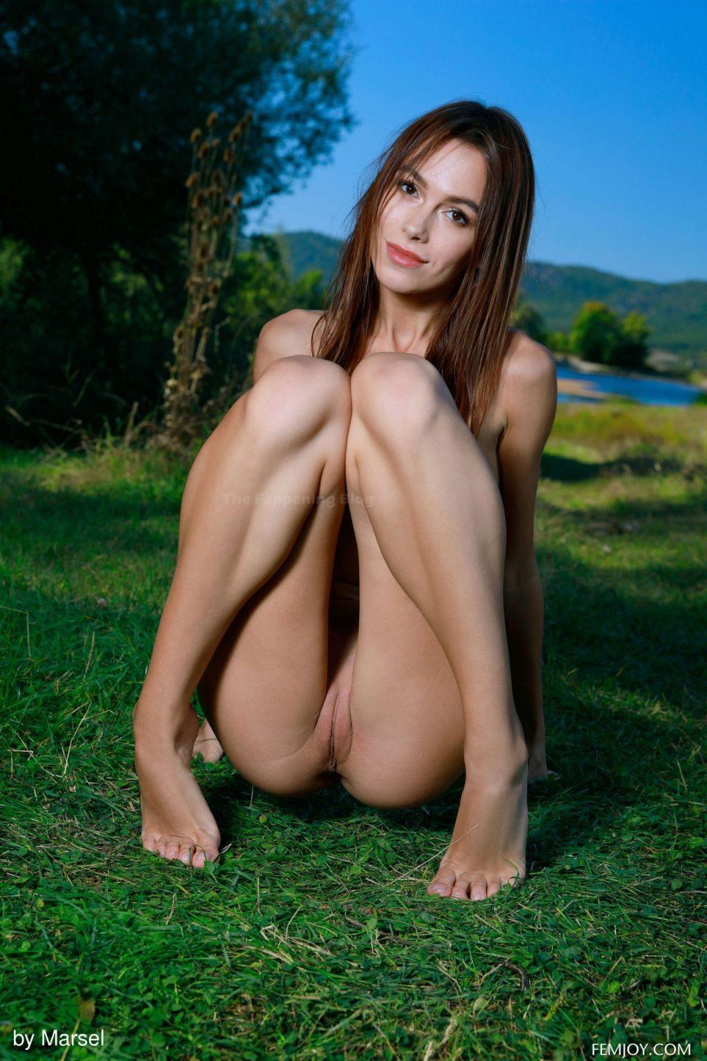 Alice Nude
